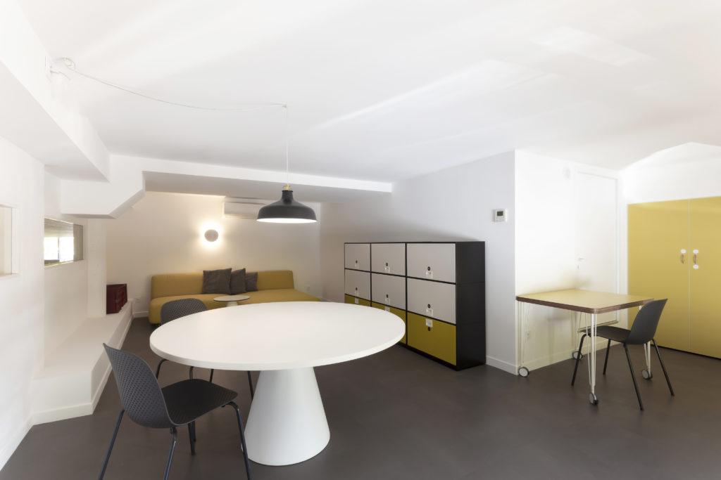 Photographie de l'espace de détente qui apporte un confort domestique et familier aux membres du personnel