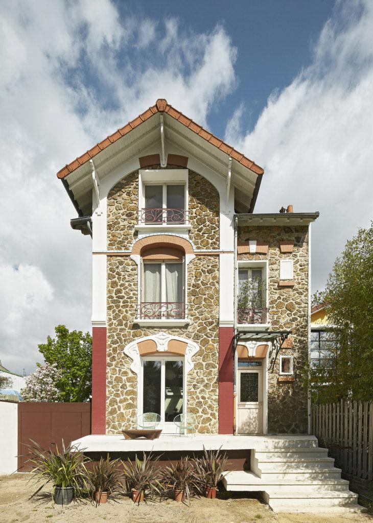 Photographie de la façade pignon principale de la maison de ville au caractère patrimoniale.