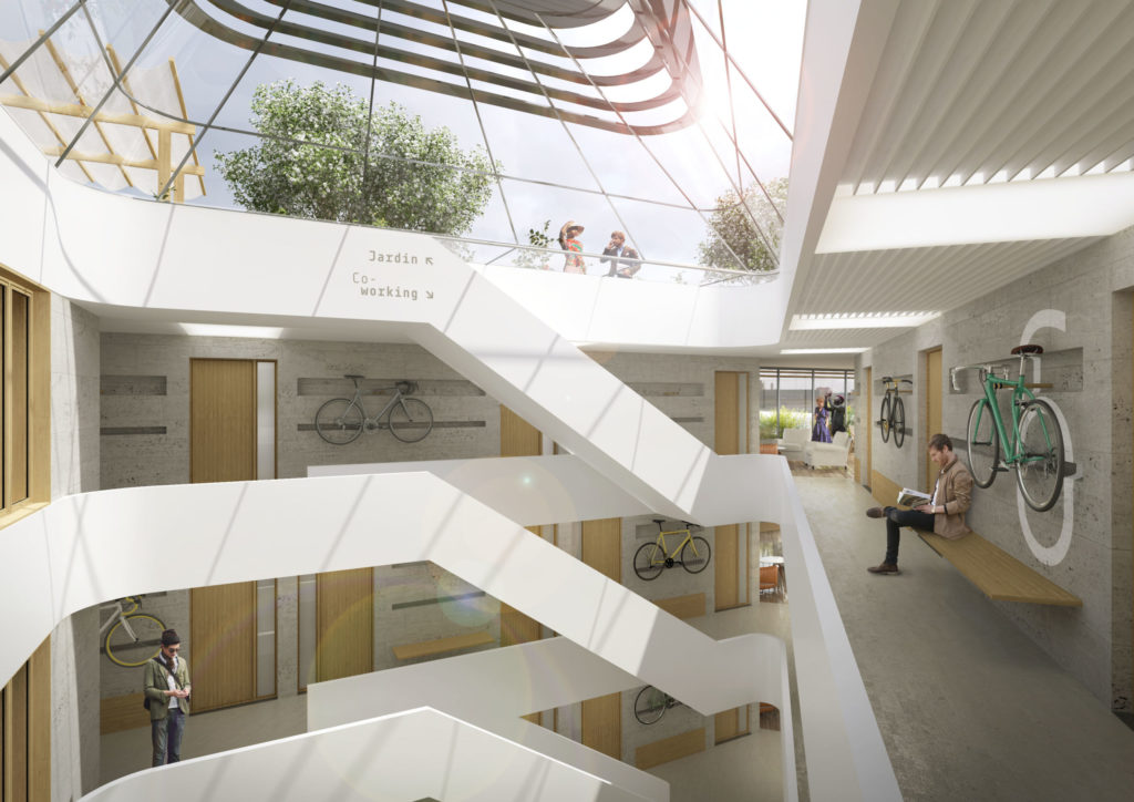 Image de synthèse représentant l'escalier principal et sa grande verrière. Les circulations communes sont aérées et lumineuses, et permettent d'accrocher le vélo au mur béton. Les portes et les banquettes sont en bois.