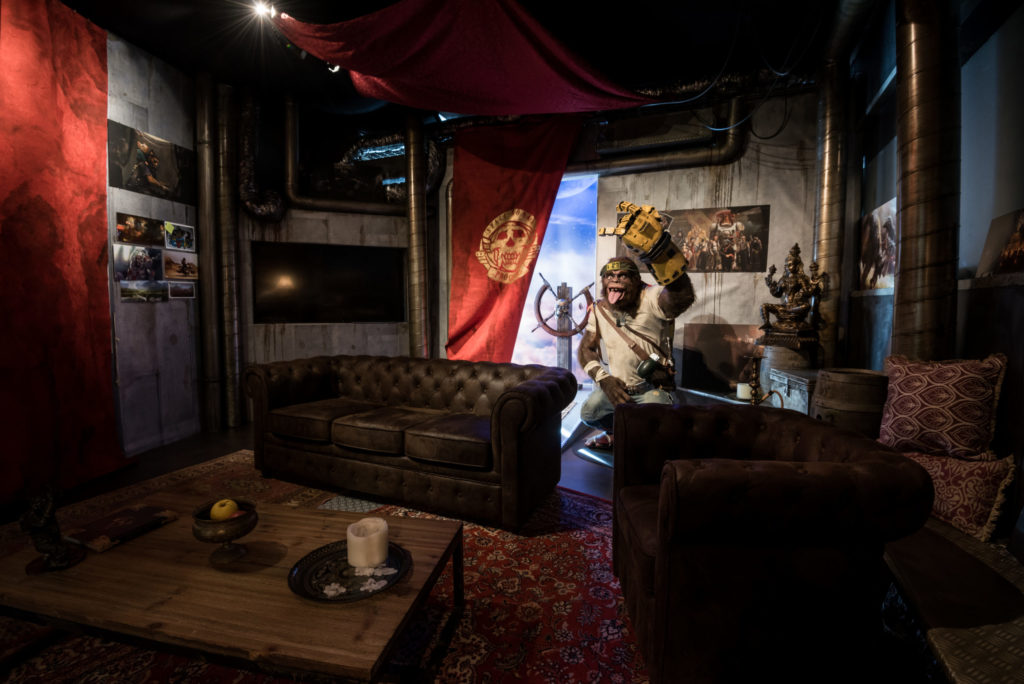 Photographie de la salle de réunion dont le décor est inspiré d'un jeu vidéo