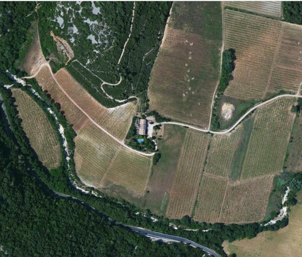 Visuel représentant le domaine du Poujol en vue aérienne.