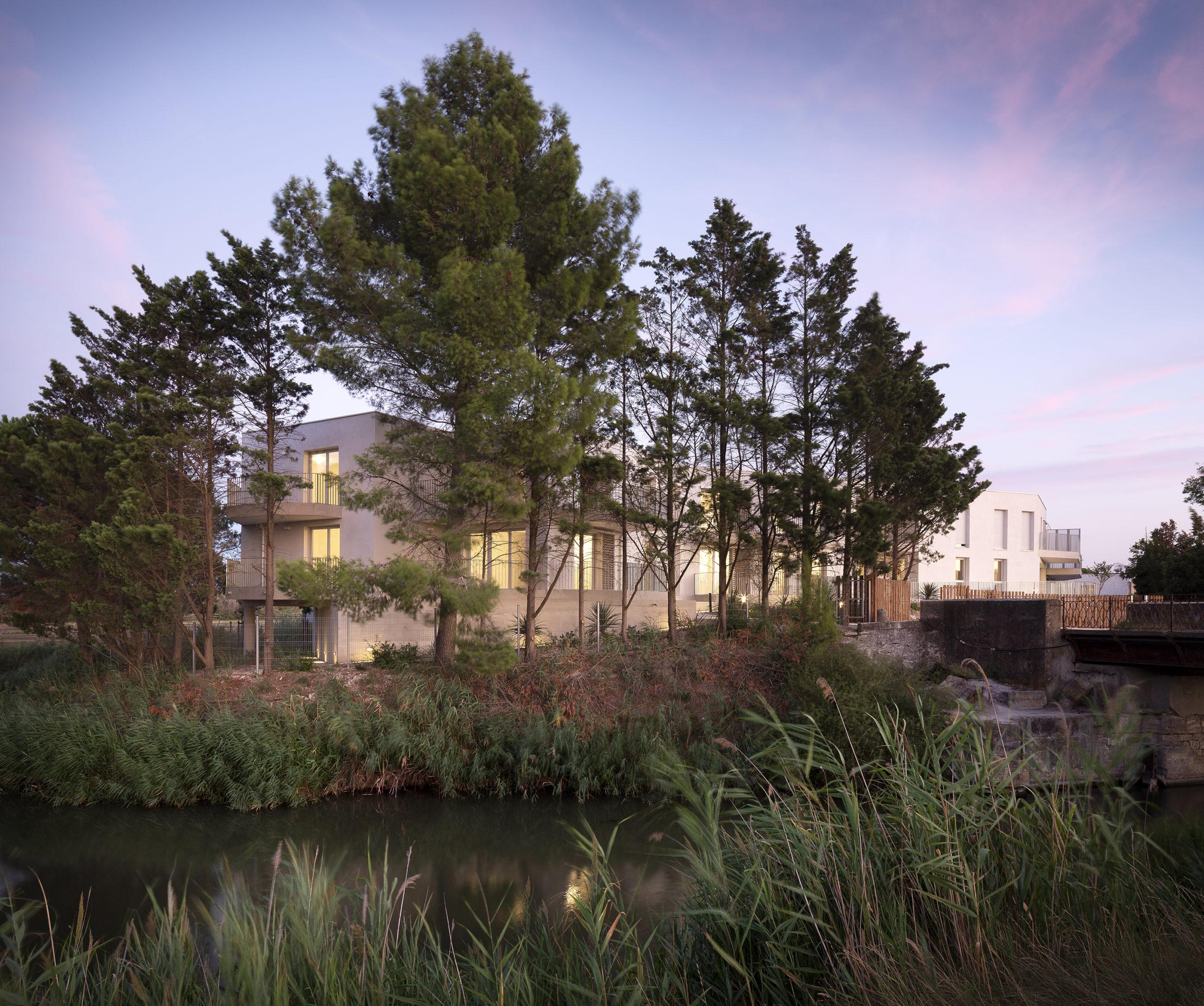 alexandre-horde-architectes-aig-Aigues mortes-vue depuis le canal